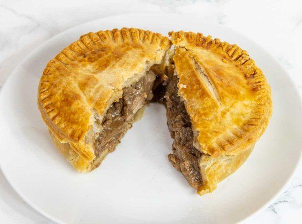Steak & Ale Pie (280g) 1