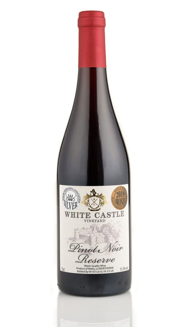 white-castle-pinot-noir-reserve-with-medals